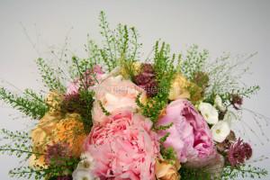 rosa apricos brudbukett