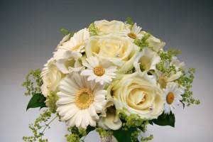 somrig vit brudbukett