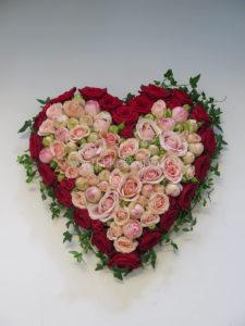 Fyllt hjärta varmrosa rött