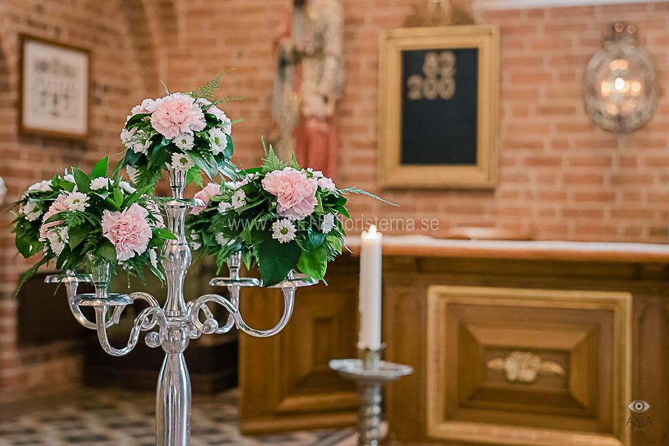 blomsterkandelabrar altare