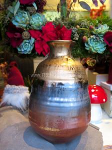 brunmelerad keramikvas
