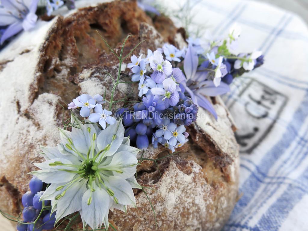 Blå blommor och Bröd