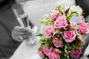 Rosa brudbukett och brud